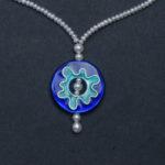 Kette; Silber, Emaille, Süßwasserperlen --- 330,- €
