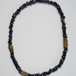 Kette: Silber vergoldet, schwarze Süßwasserperlen --- 325,- €