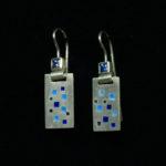 Ohrhänger: Silber, blaue Emaille, Saphire --- Paar: 394,- €