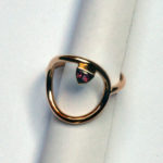 Ring: Gold rosé, roter Spinell, Weite 60 --- 627,- €
